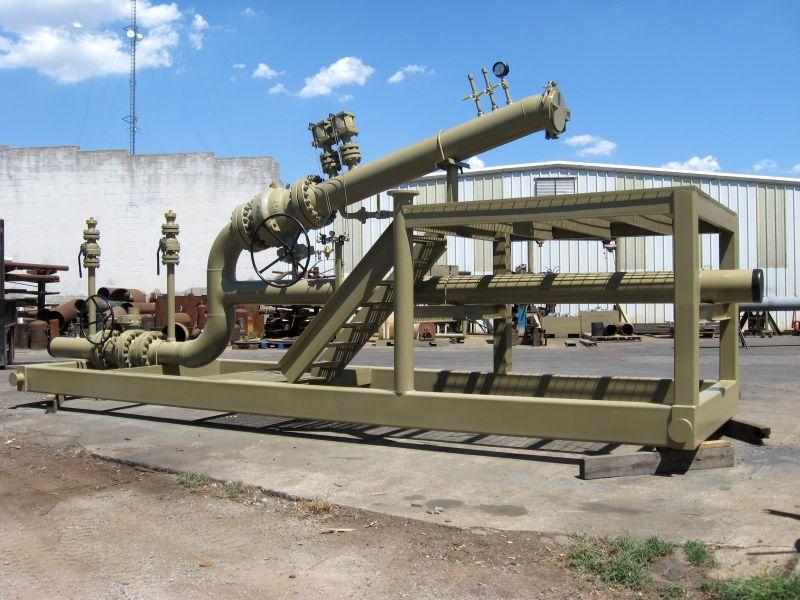Bkw s pigging equipment includes traps trays cranes y